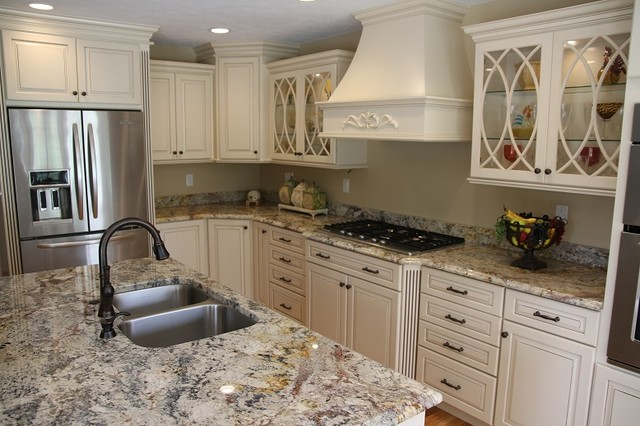 Kraftmaid montclair maple biscotti w cocoa glaze for Dove white cabinets with cocoa glaze