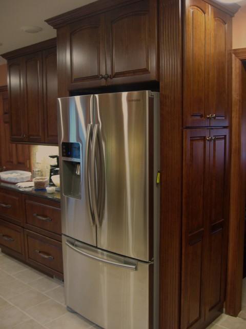Kraftmaid Northfield Cherry Chestnut Kitchen traditional-kitchen