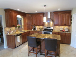 Kraftmaid Northfield Cherry - Medlock - Traditional - Kitchen - Charlotte - by Lowes of Indian ...