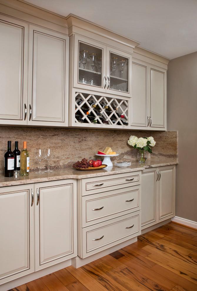 Transitional u-shaped eat-in kitchen photo in Detroit with an undermount sink, beige backsplash, stone slab backsplash and stainless steel appliances