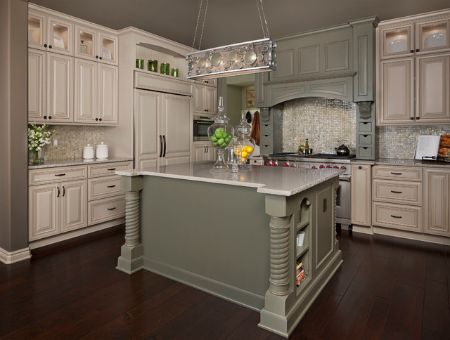 KSI Designer, Sandra Daubenmeyer Traditional Kitchen