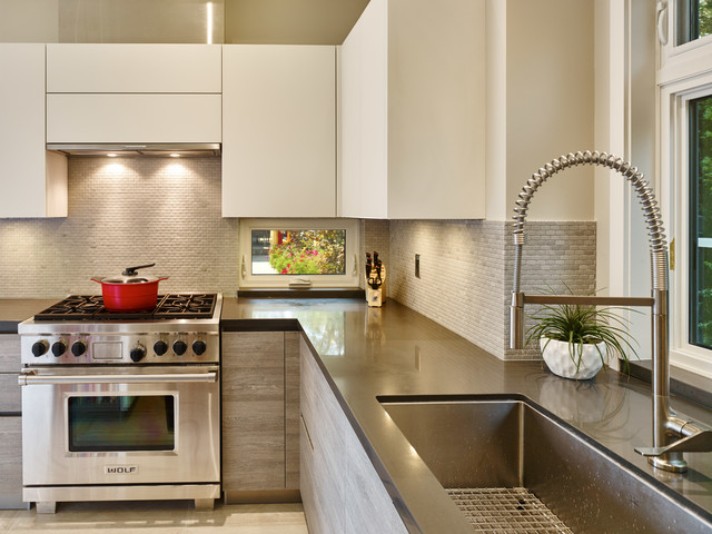 Eat-in kitchen - mid-sized contemporary u-shaped porcelain floor eat-in kitchen idea in Vancouver with an undermount sink, flat-panel cabinets, light wood cabinets, granite countertops, gray backsplash, stone tile backsplash, stainless steel appliances and an island
