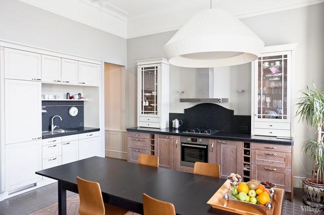 Квартира на с дубовым паркетом, мебелью на заказ и немецкими светильниками 20гг. traditional-kitchen