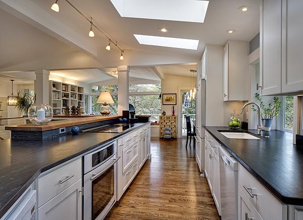 L'heure bleue contemporary-kitchen