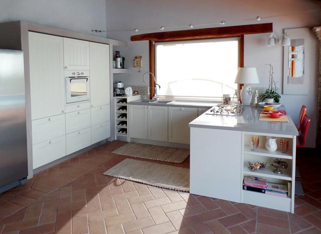 La cucina moderna nella casa di campagna in campagna for Cucina di campagna inglese