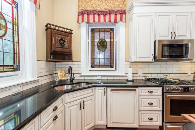 Italianate Victorian Kitchen Traditional Kitchen Case Design ...