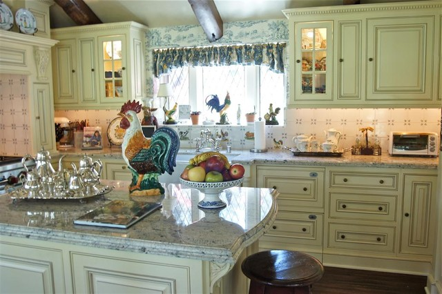 Lake arrowhead country french kitchen for Blue and white country kitchen ideas