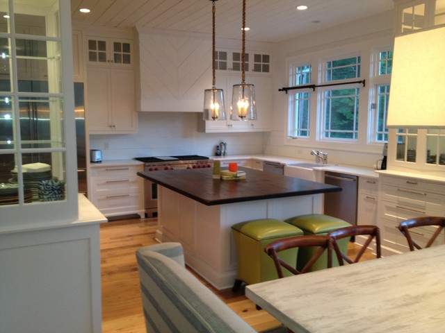 Lake Burton, Clarkesviile, GA contemporary-kitchen