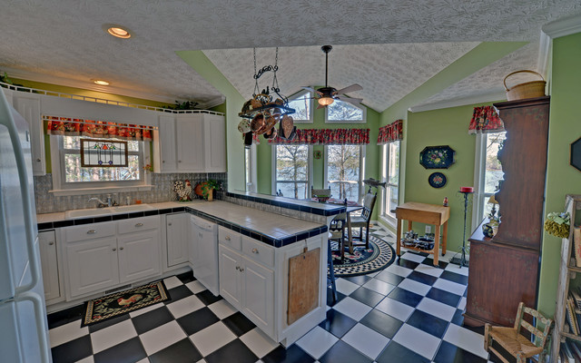 Lake Hartwell Custom Homes traditional-kitchen