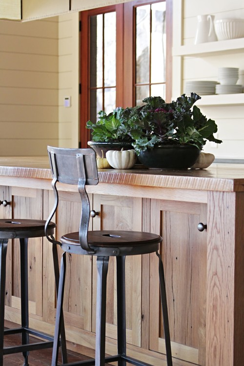 Bar Stool Home Decorating Ideas - A bar stool at the kitchen counter