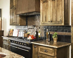 Lake Keowee: Cassidy Residence traditional-kitchen