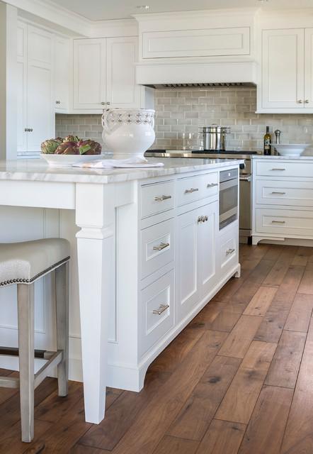 Lake Minnetonka Tailored White Kitchen Traditional