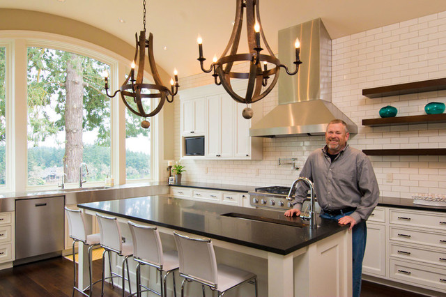 Lake Oswego Riverview home traditional-kitchen