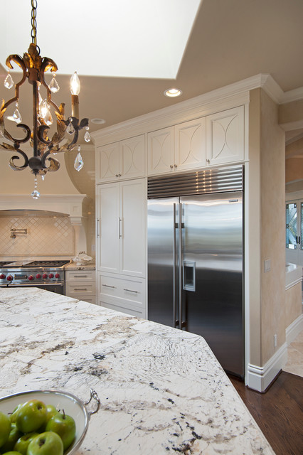 Lakemont Kitchen - Traditional - Kitchen - seattle - by Englund Construction, Inc.
