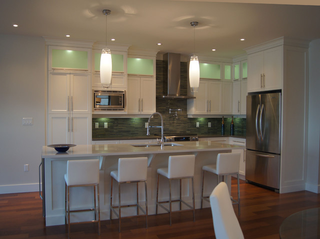 Lakeshore Drive modern-kitchen