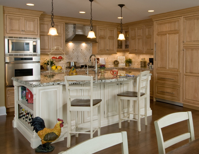 Lakeside Getaway traditional-kitchen