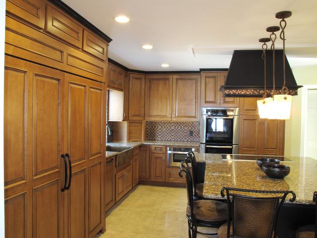 Lakeside Schuler kitchen: Designer Joy Domian Lowes Oveido traditional-kitchen
