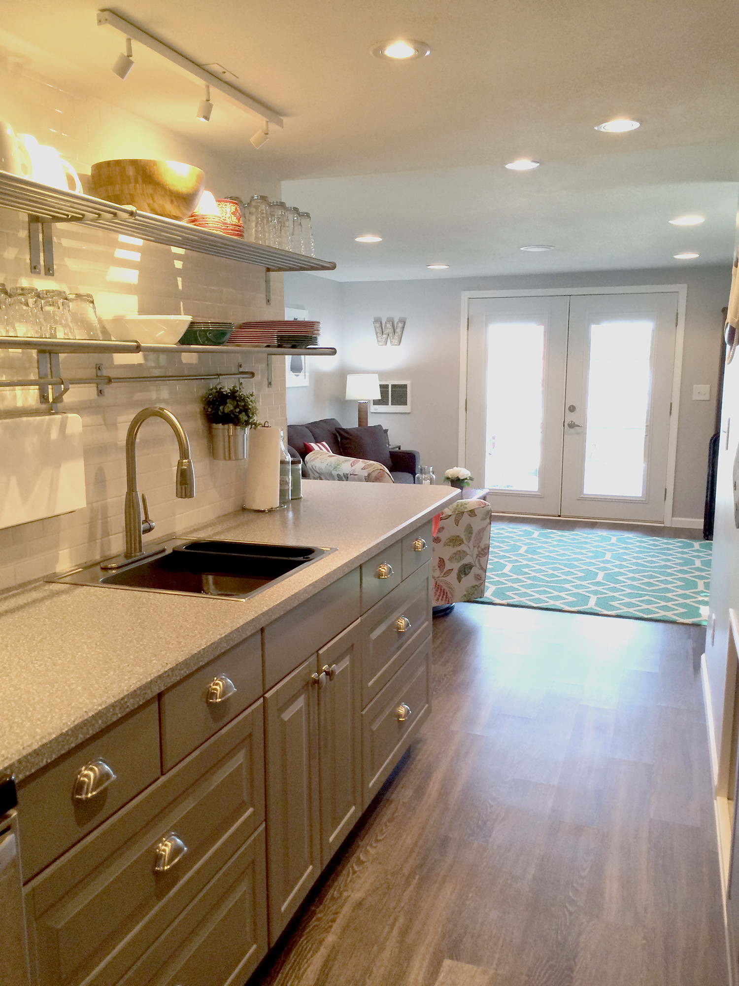 75 Beautiful Kitchen With Gray Cabinets And Laminate Countertops Pictures Ideas February 2021 Houzz