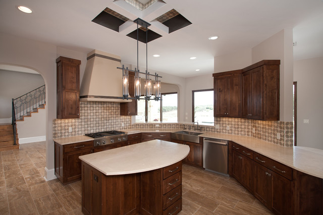 Large, Classic Kitchen traditional-kitchen