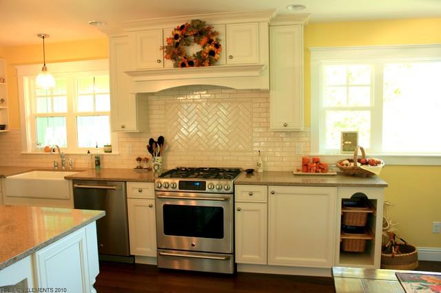 Large Cottage Kitchen traditional-kitchen