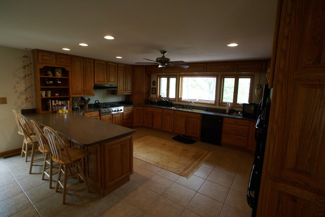 large enough for several cooks traditional-kitchen