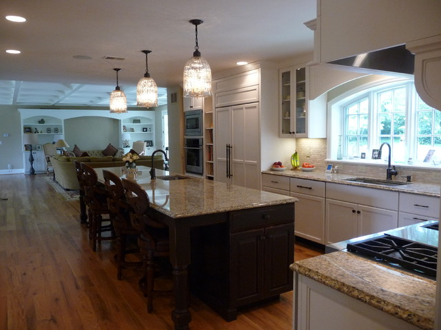 Large, Family Kitchen Traditional Kitchen