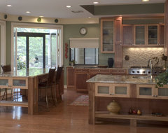 Large Island and lots of counter space kitchen