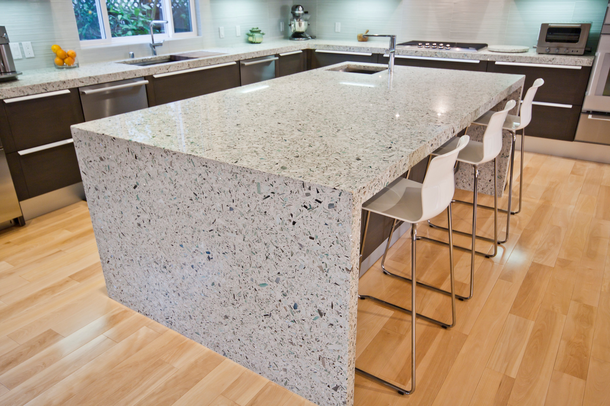 75 Beautiful Contemporary Kitchen With Recycled Glass Countertops Pictures Ideas February 2021 Houzz