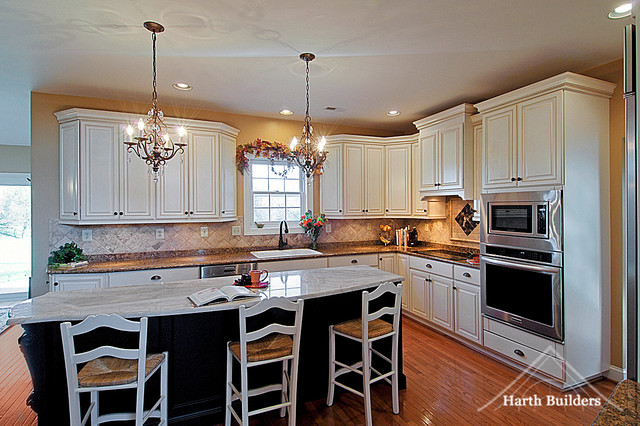 Large Island For Entertaining Traditional Kitchen