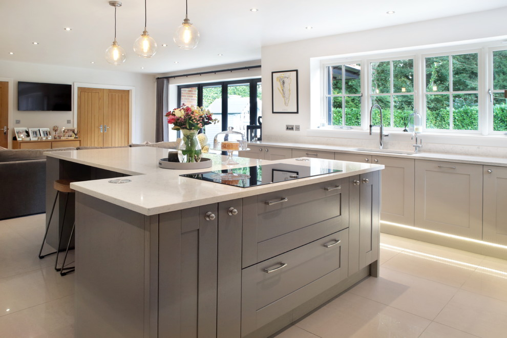 Large Traditional Neutral Shaker Kitchen With T Shaped
