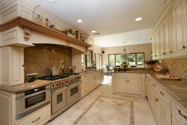 Gentil Large Tuscan Kitchen Farmhouse Kitchen