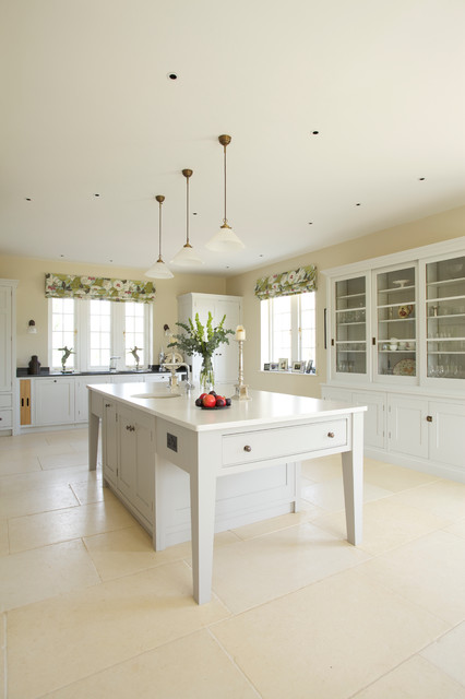 Lawn Farm Traditional Kitchen South West By Guild Anderson Furniture Limited