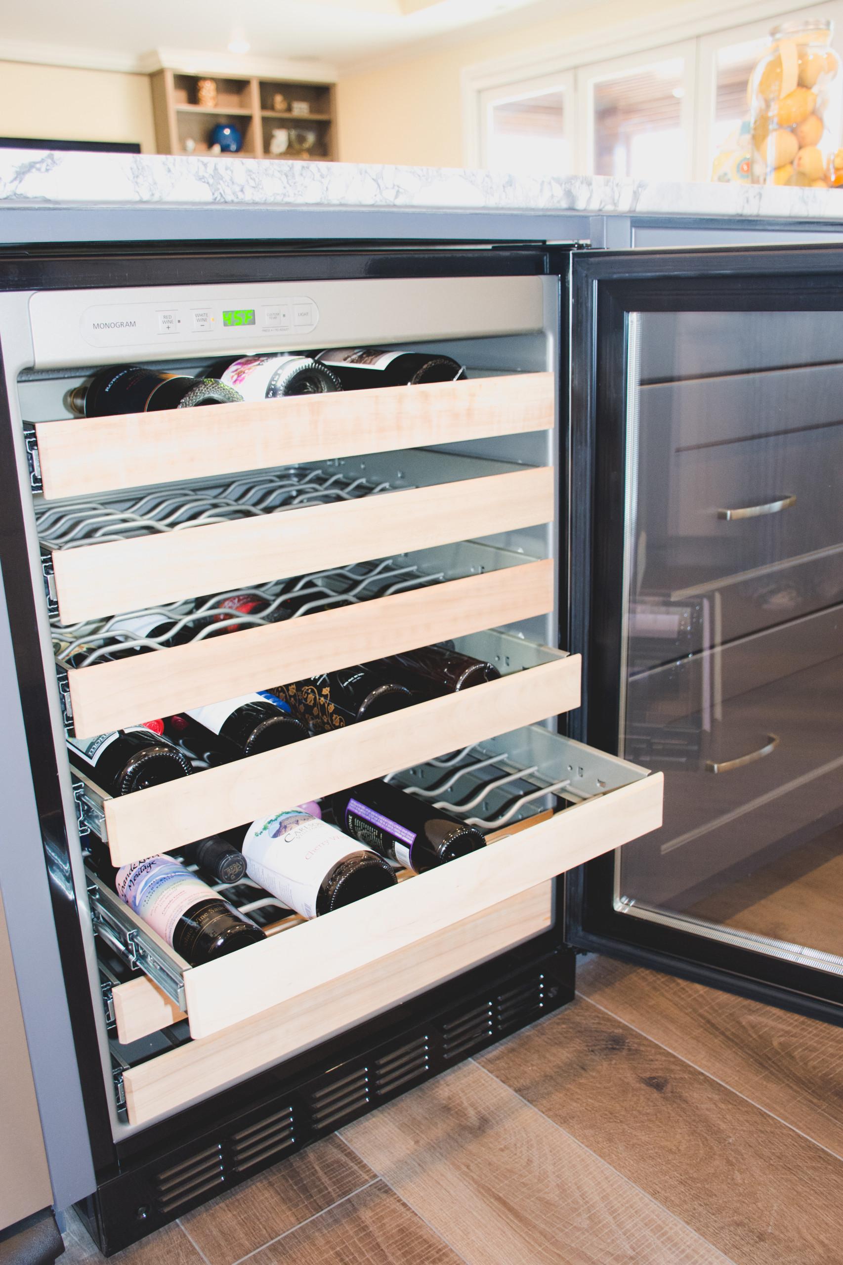 Lay modern detailed home-Kitchen