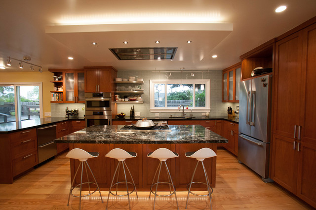 Inspiration For A Large Traditional U Shaped Kitchen Diner In San Francisco With
