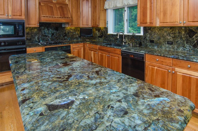 Traditional Kitchen Colors Green