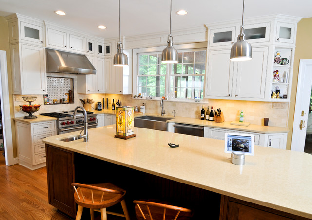Light and Bright traditional-kitchen