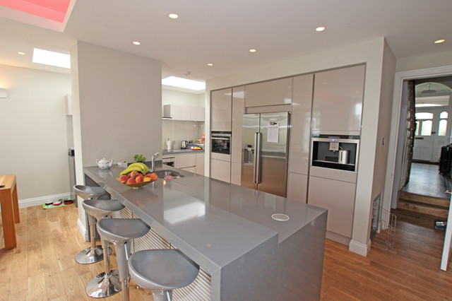Light Grey Kitchen  Modern  Kitchen  london  by LWK Kitchens