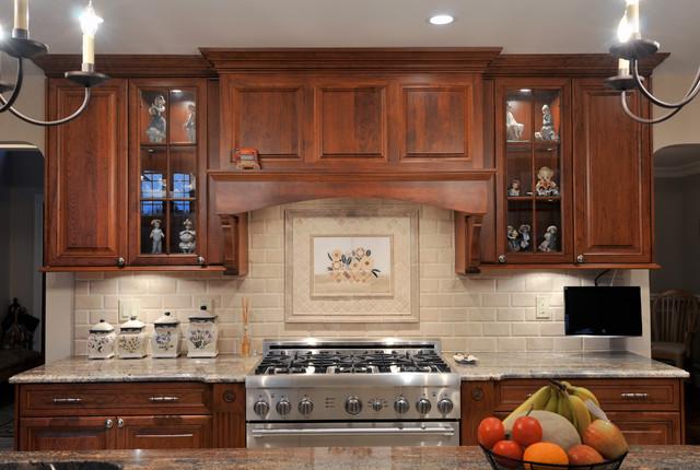 Light Island Dark Cabinets Traditional Kitchen