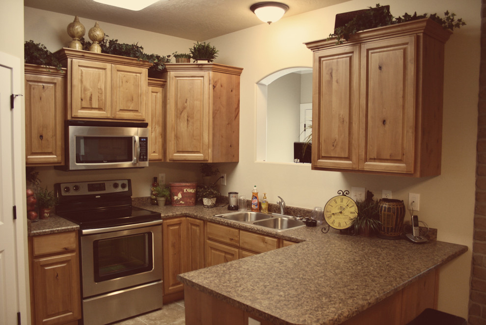 Light/Medium Cabinets - Traditional - Kitchen - Salt Lake ...