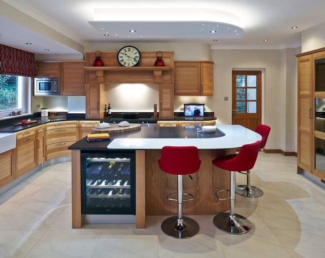 Stoneham Kitchens light oak kitchen with granite worktops traditional kitchen