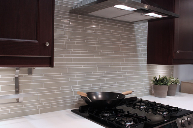 Light Taupe Linear Gl Mosaic Tile