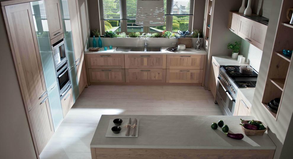 Photo of a medium sized modern u-shaped open plan kitchen in London with a double-bowl sink, shaker cabinets, medium wood cabinets, quartz worktops, beige splashback, glass sheet splashback, integrated appliances, ceramic flooring and a breakfast bar.