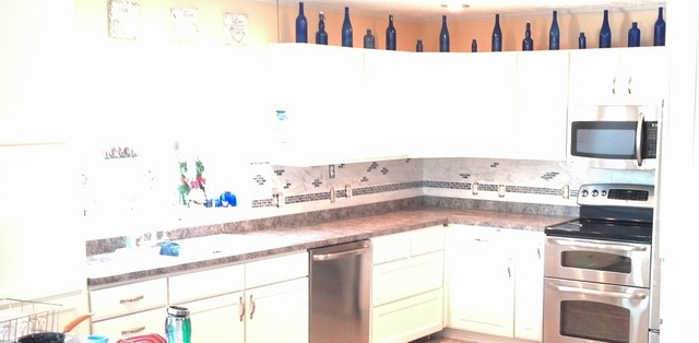 limestone backsplash with glass tile accent traditional-kitchen
