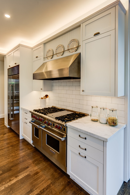 Kitchen - contemporary kitchen idea in San Francisco