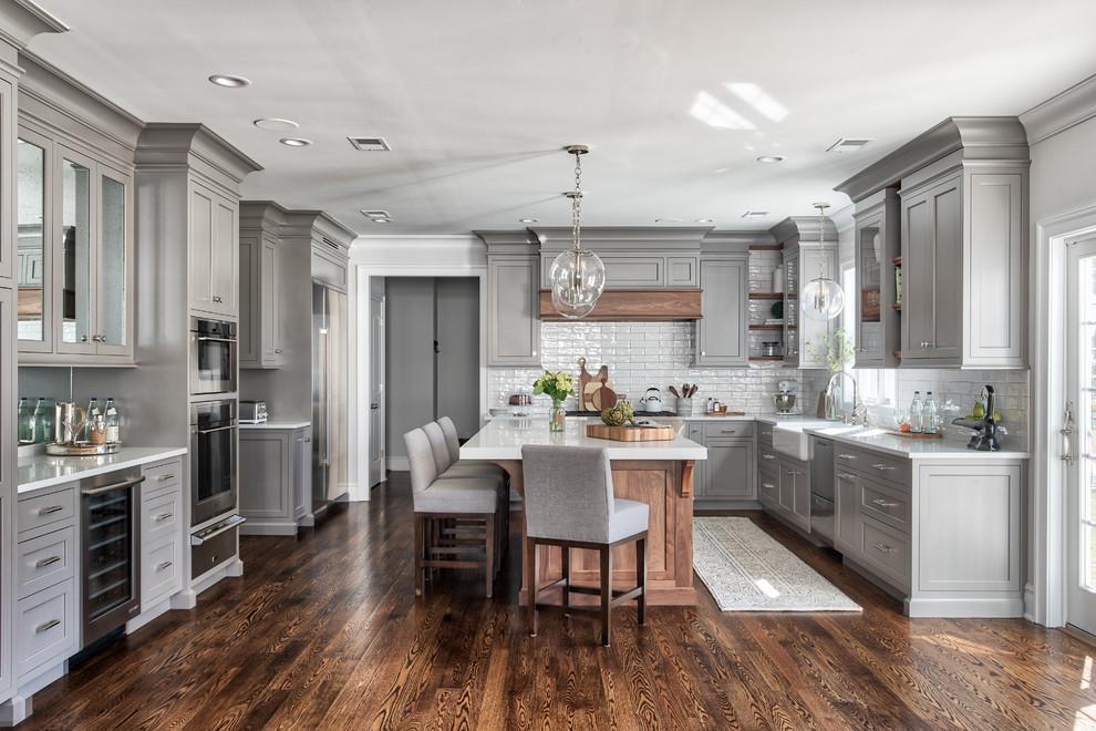 Kitchen - traditional kitchen idea in New York