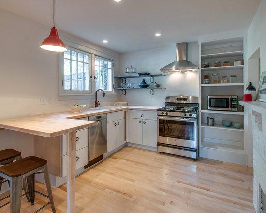 Small craftsman kitchen design ideas remodels photos for Small craftsman bathroom design