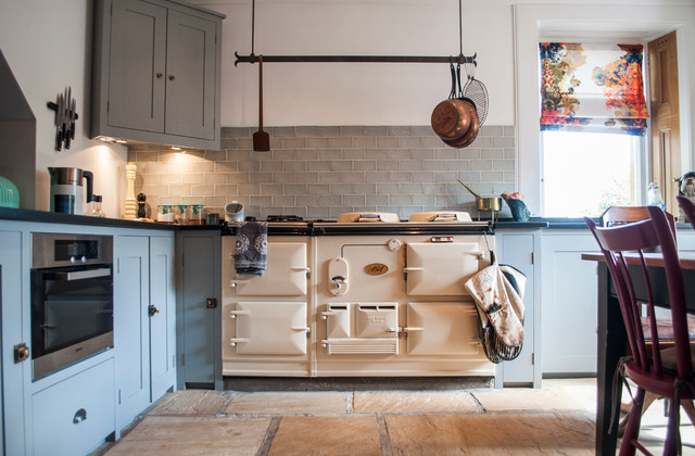 Living in a Castle  Traditional  Kitchen  glasgow  by Amelia