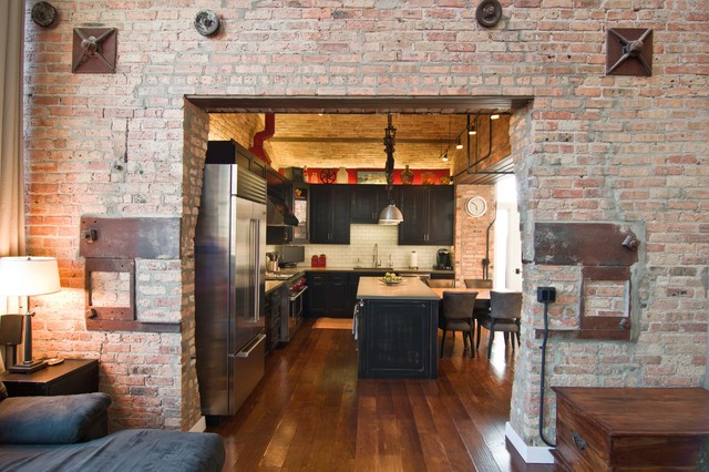 Loft condo renovation industrial kitchen Revetement mural brique rouge
