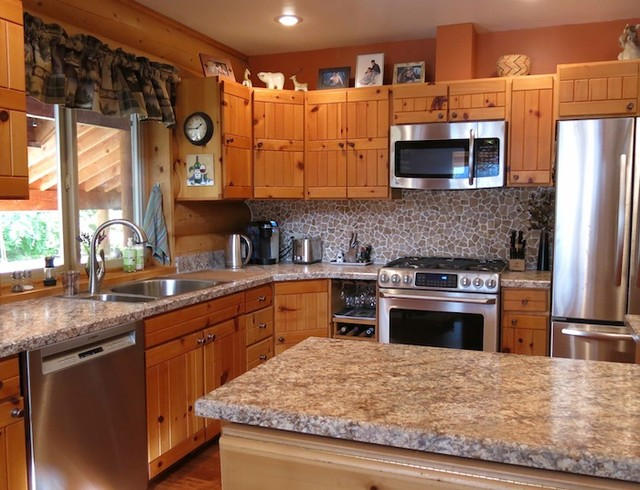 Log cabin kitchen in wenatchee wa rustic kitchen for Cabin kitchen backsplash ideas