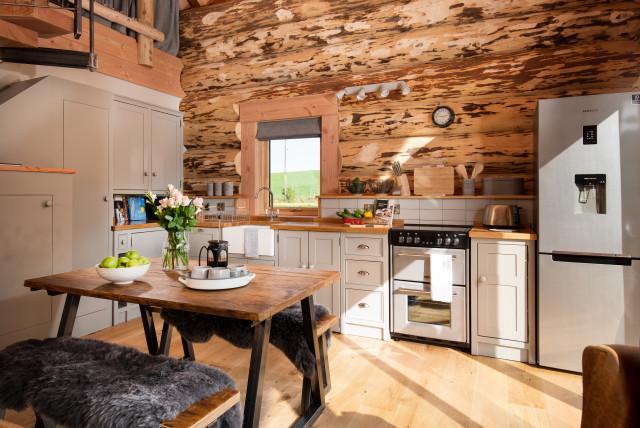 Log Cabin with Hot Tub ラスティック-キッチン